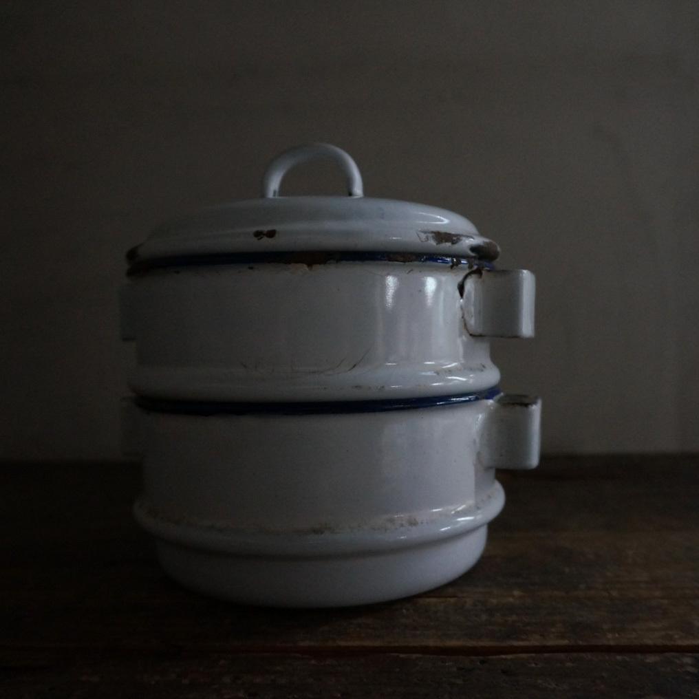 古いベルギーの琺瑯二段容器