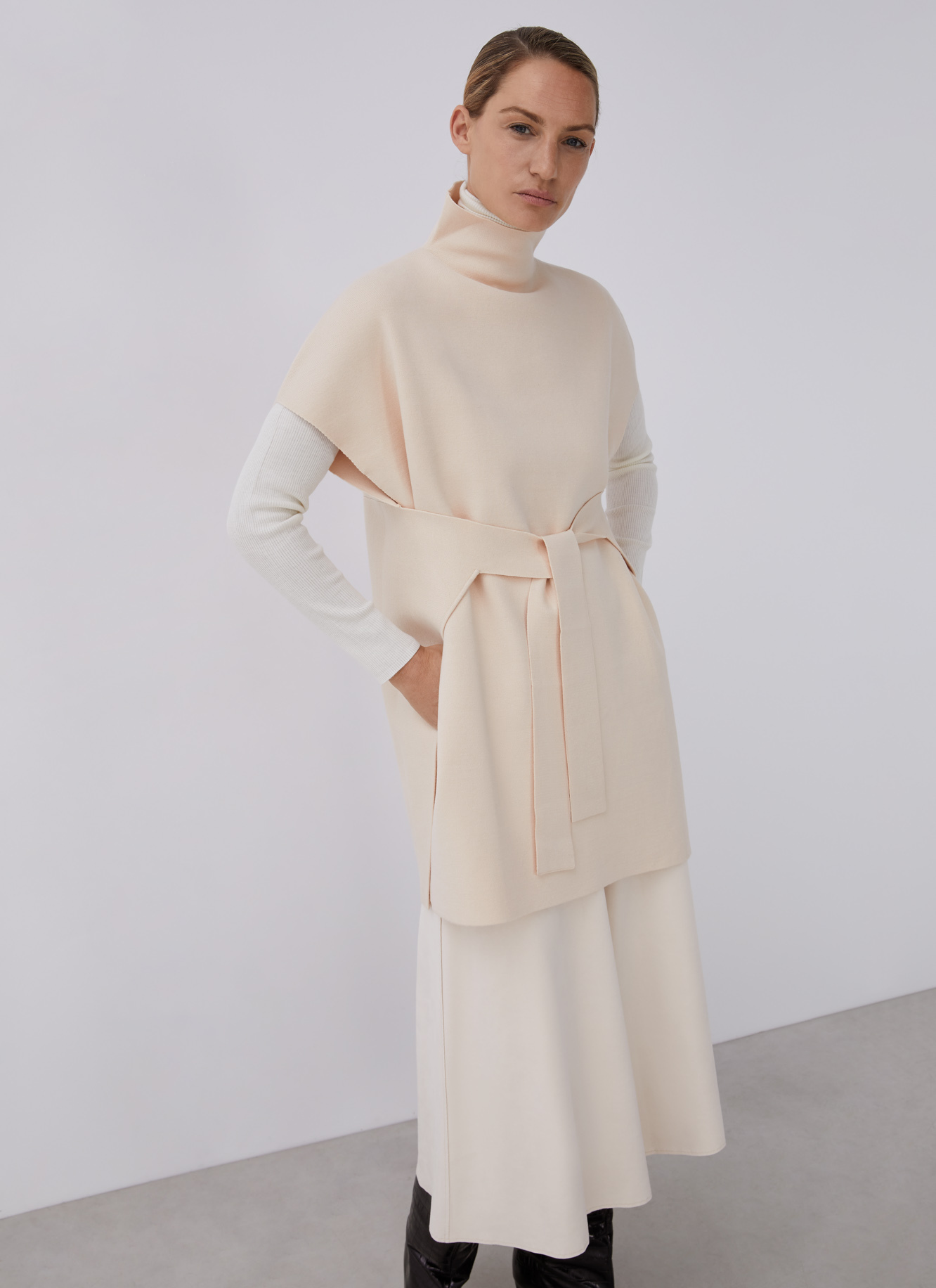 PULL OVER SWEATER WITH BELT