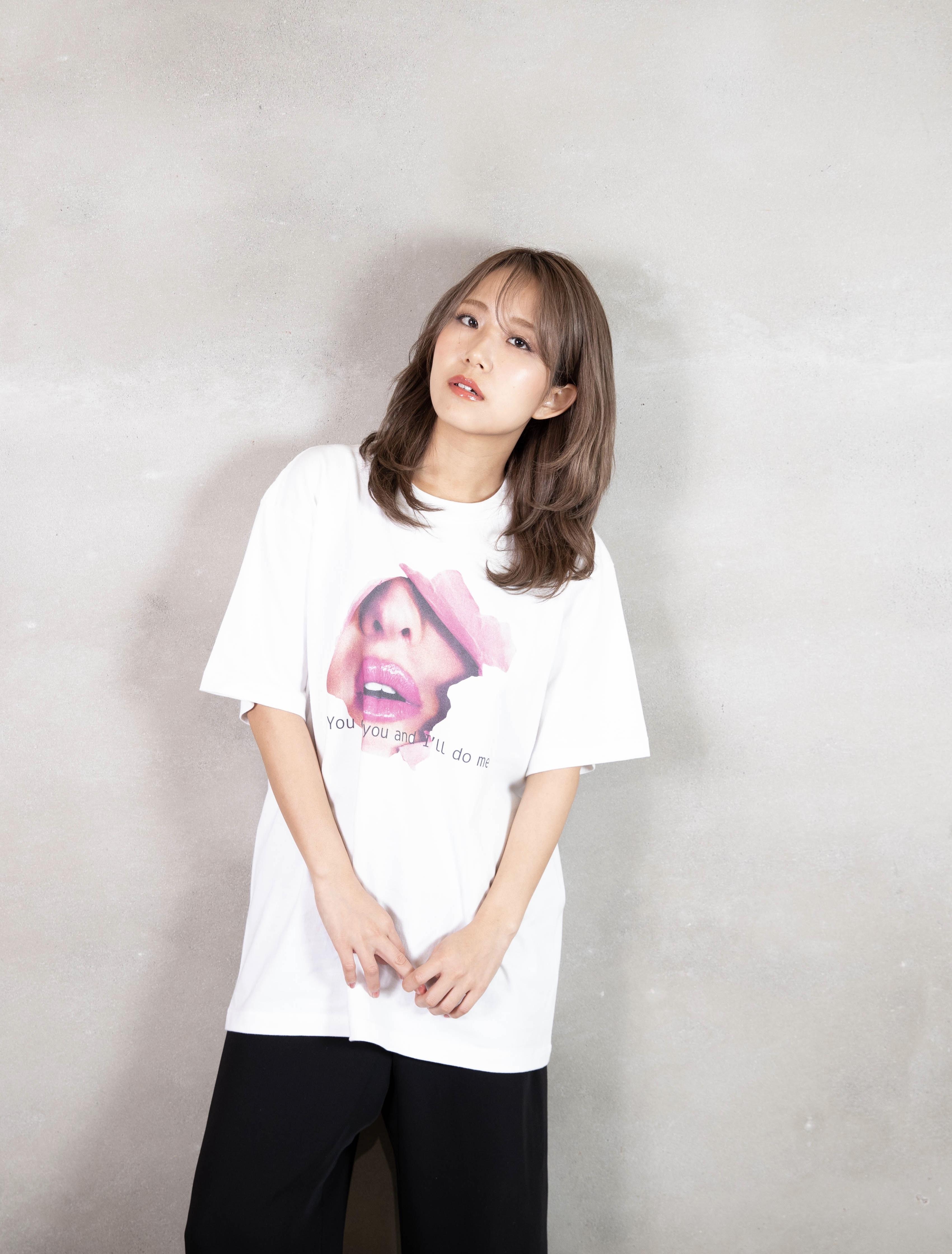 lip T-shirt