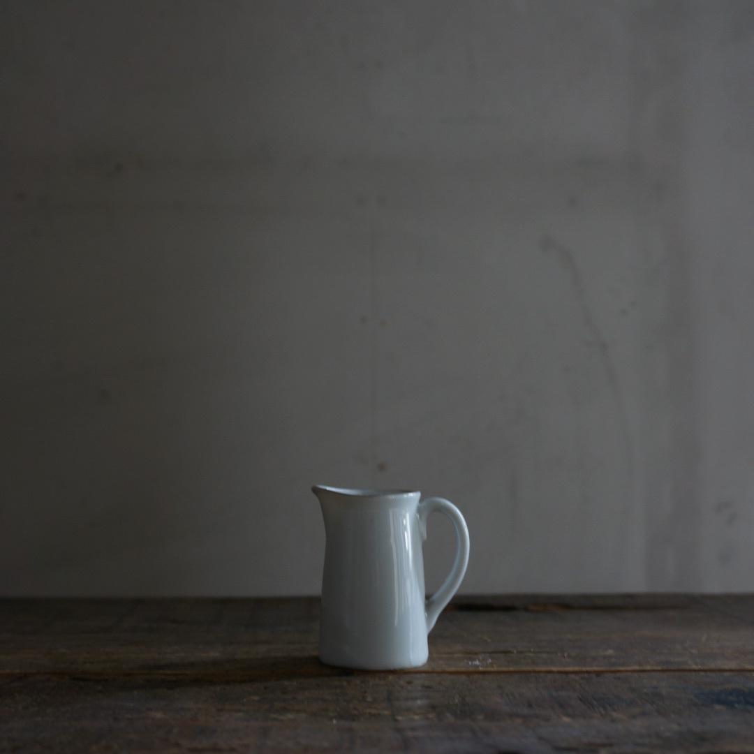 古い国産の陶器ミルクピッチャー