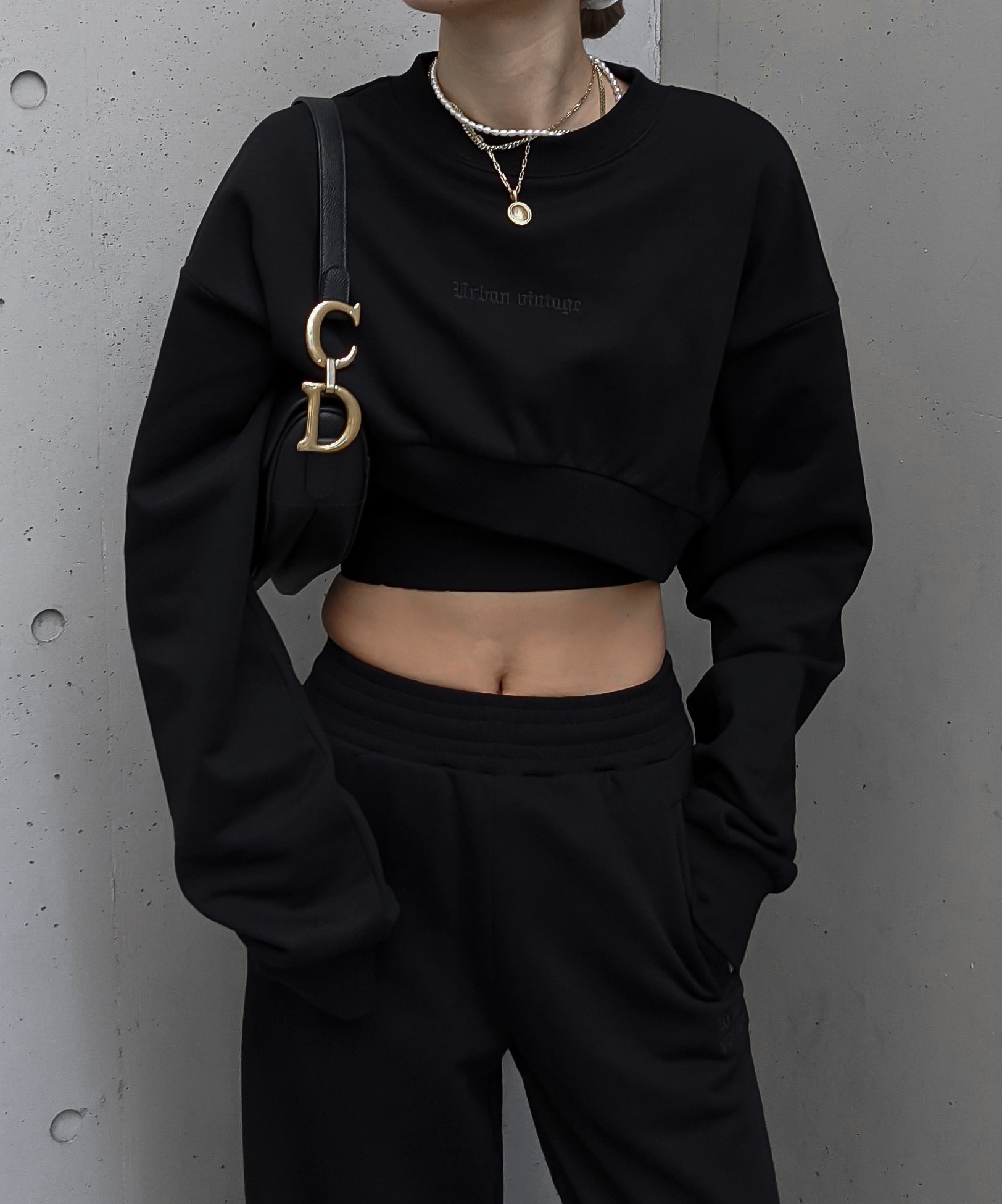 Round cut cropped trainer