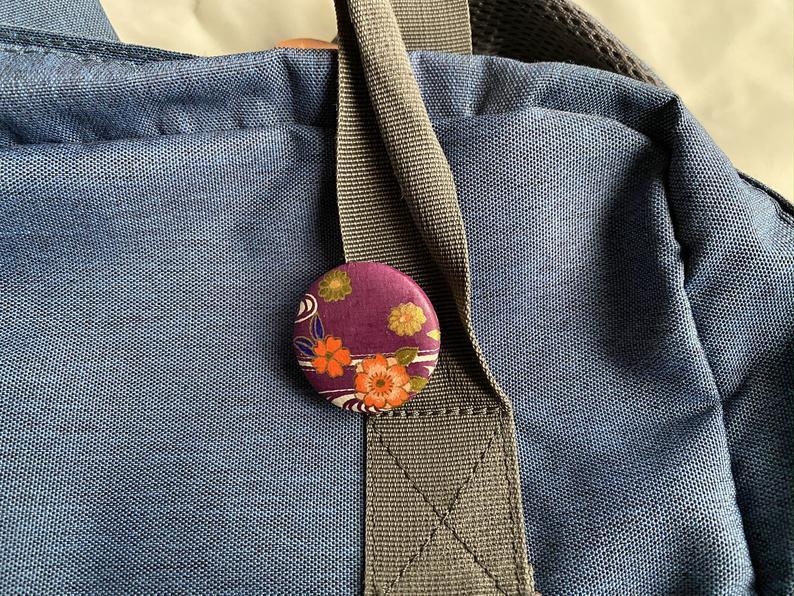 紫色桜柄和紙バッチ