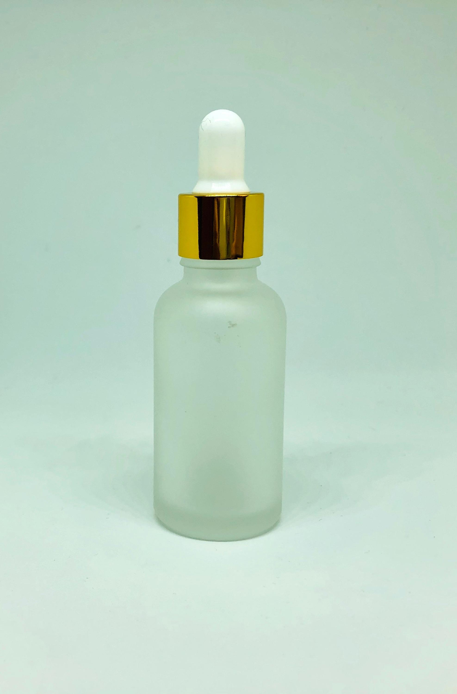 【スポイトボトル】30ml 高級 フロスト加工 ゴールド ガラス製 遮光瓶 ホワイト 白 金 化粧水 コスメ アロマ エッセンシャルオイル 精油 詰め替え 詰替