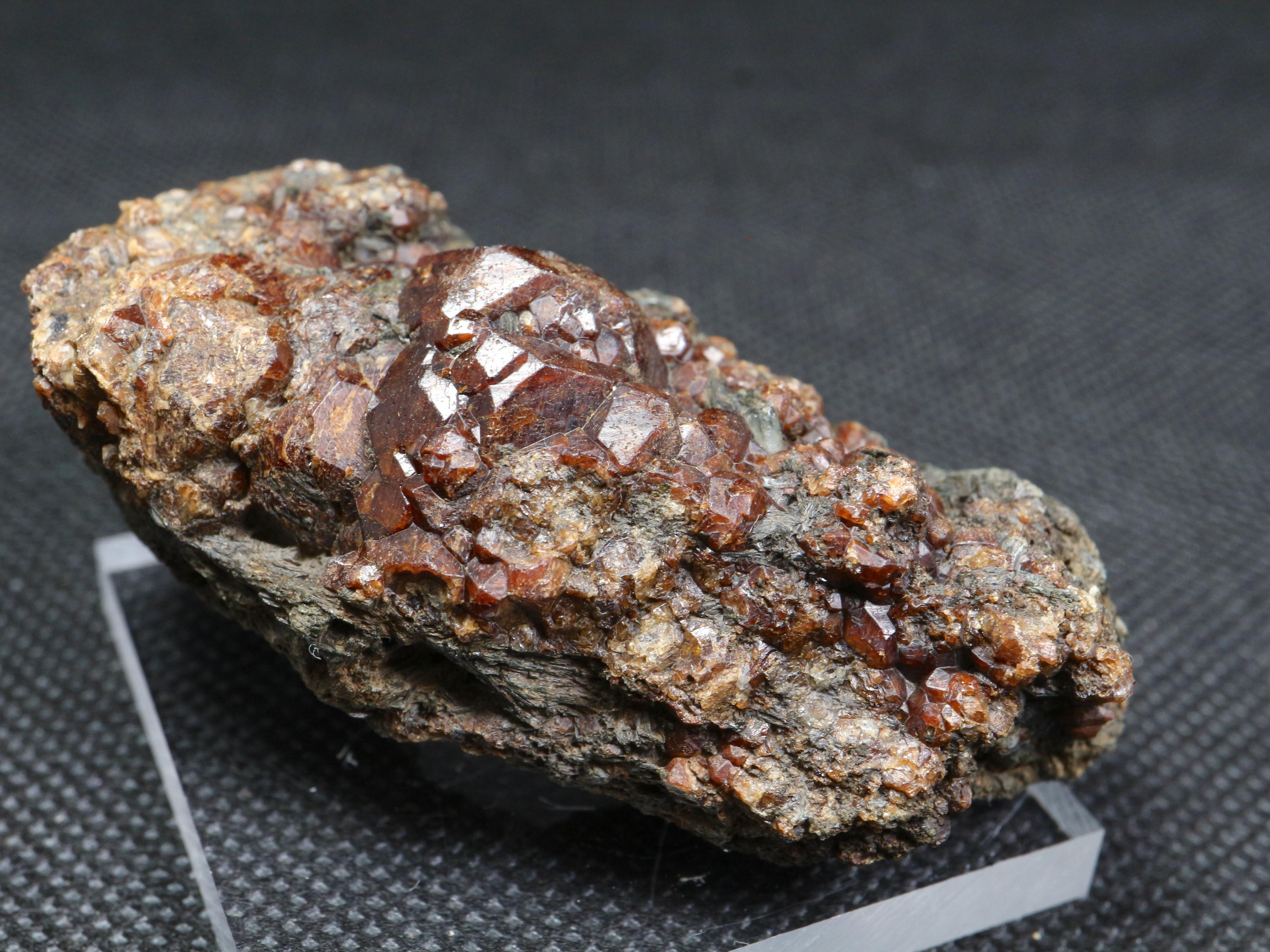 ※SALE※自主採掘!グロッシュラー ガーネット + カルサイト 方解石 58,8g GN074 原石 鉱物 天然石 パワーストーン
