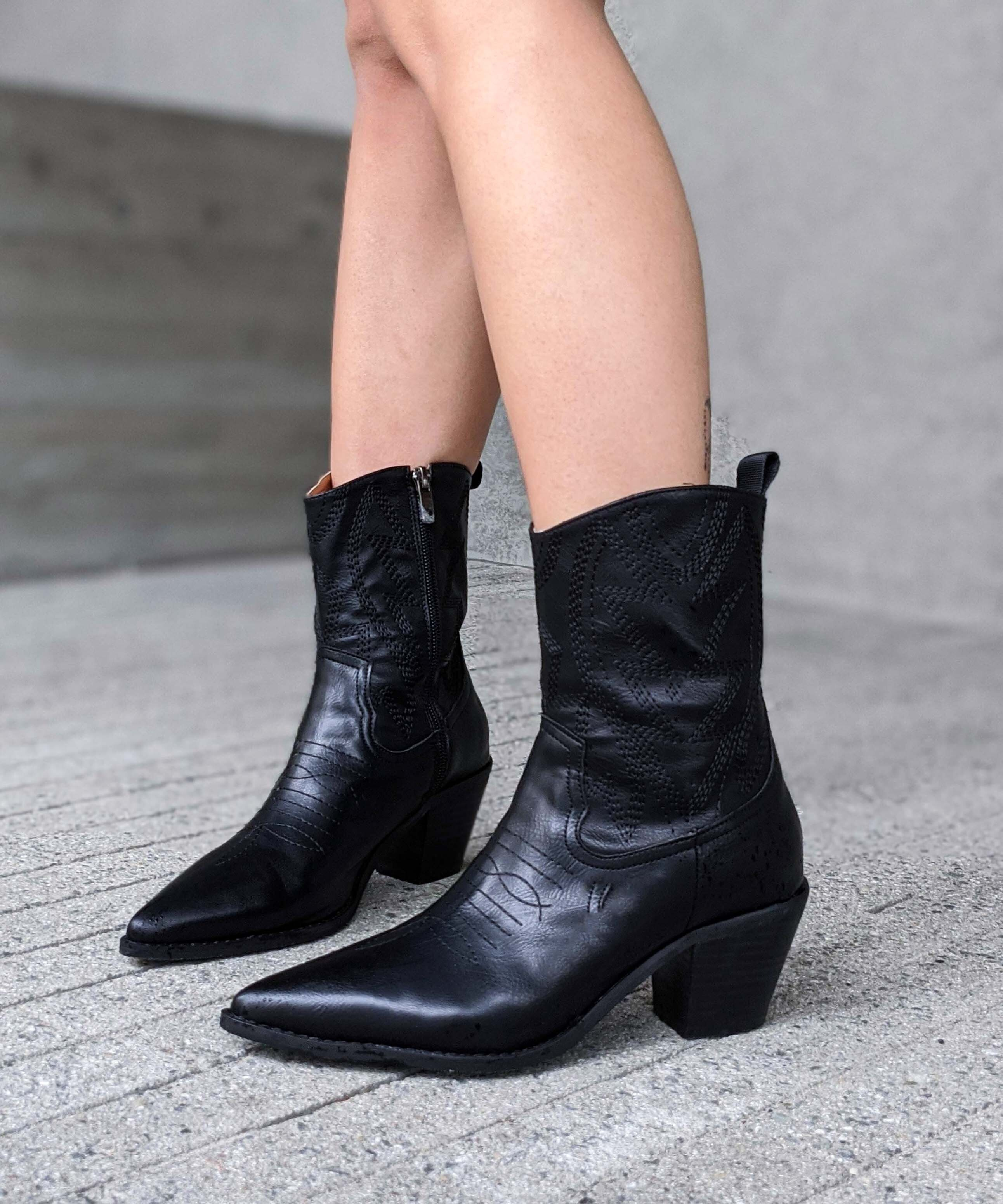 One tone middle western boots