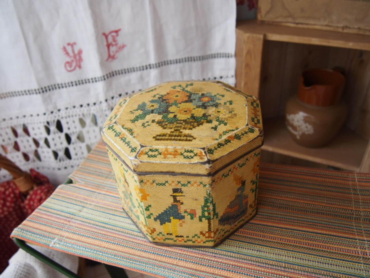 イギリスアンティーク ビスケット缶