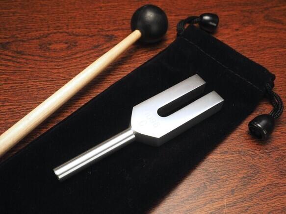 【定価7980円】音叉 美しい音を響かせるクリスタルチューナー+マレット(スティック)付き(ヒーラーの国インド製)