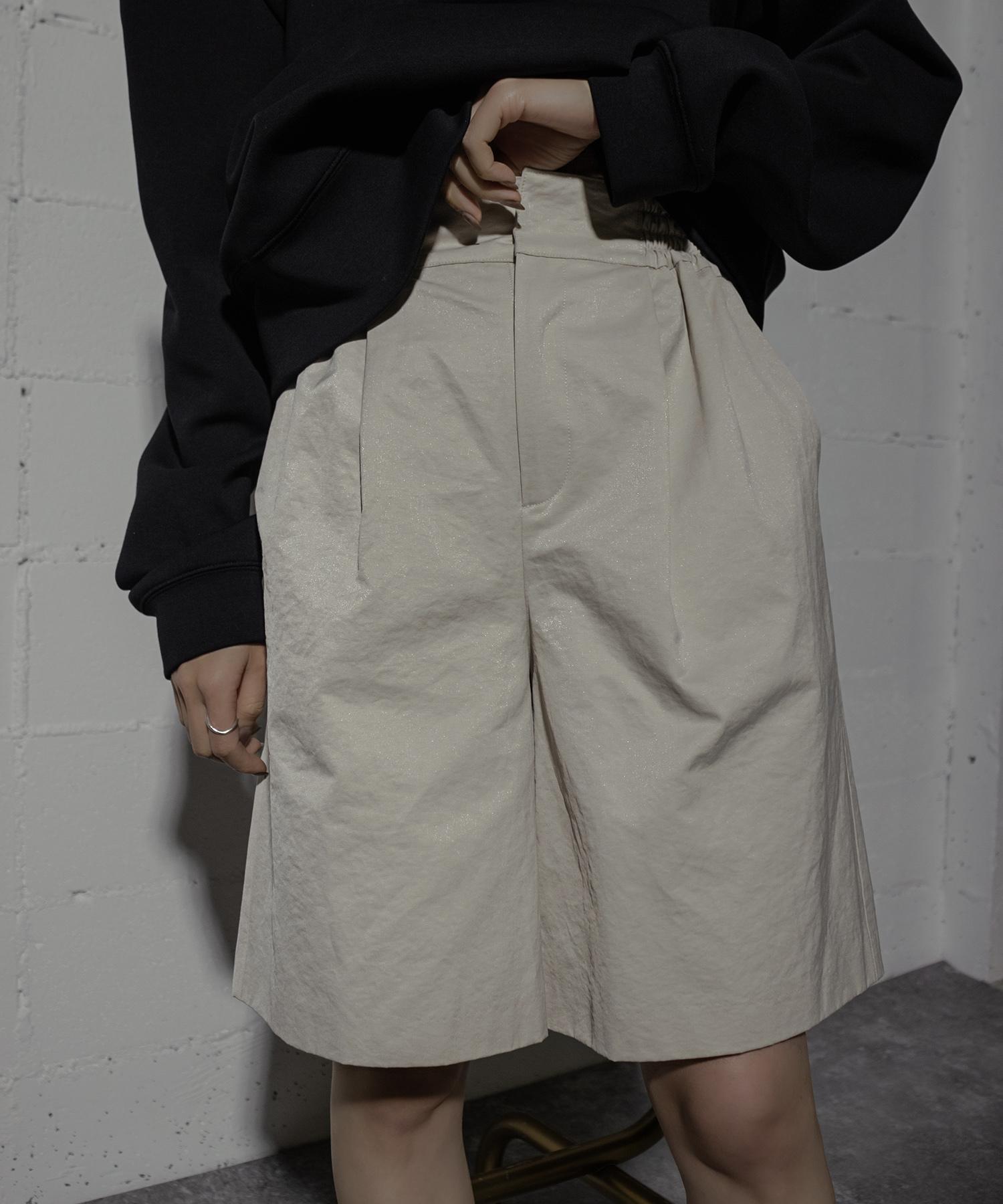 SHINY SHORT PANTS (IVORY)