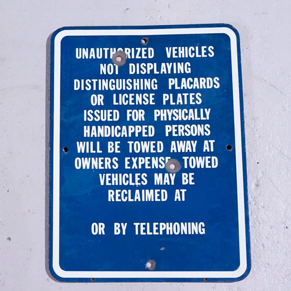 注)弾痕アリ! UNAUTHORIZED VEHICLE アメリカンロードサイン 道路標識
