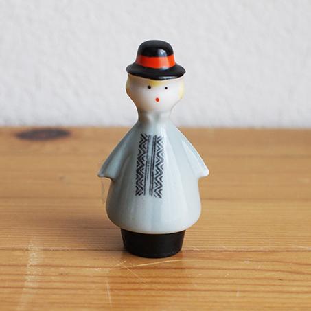 【ラトビア】 小さな陶器のお人形(男の子)  旧ソ連 USSR