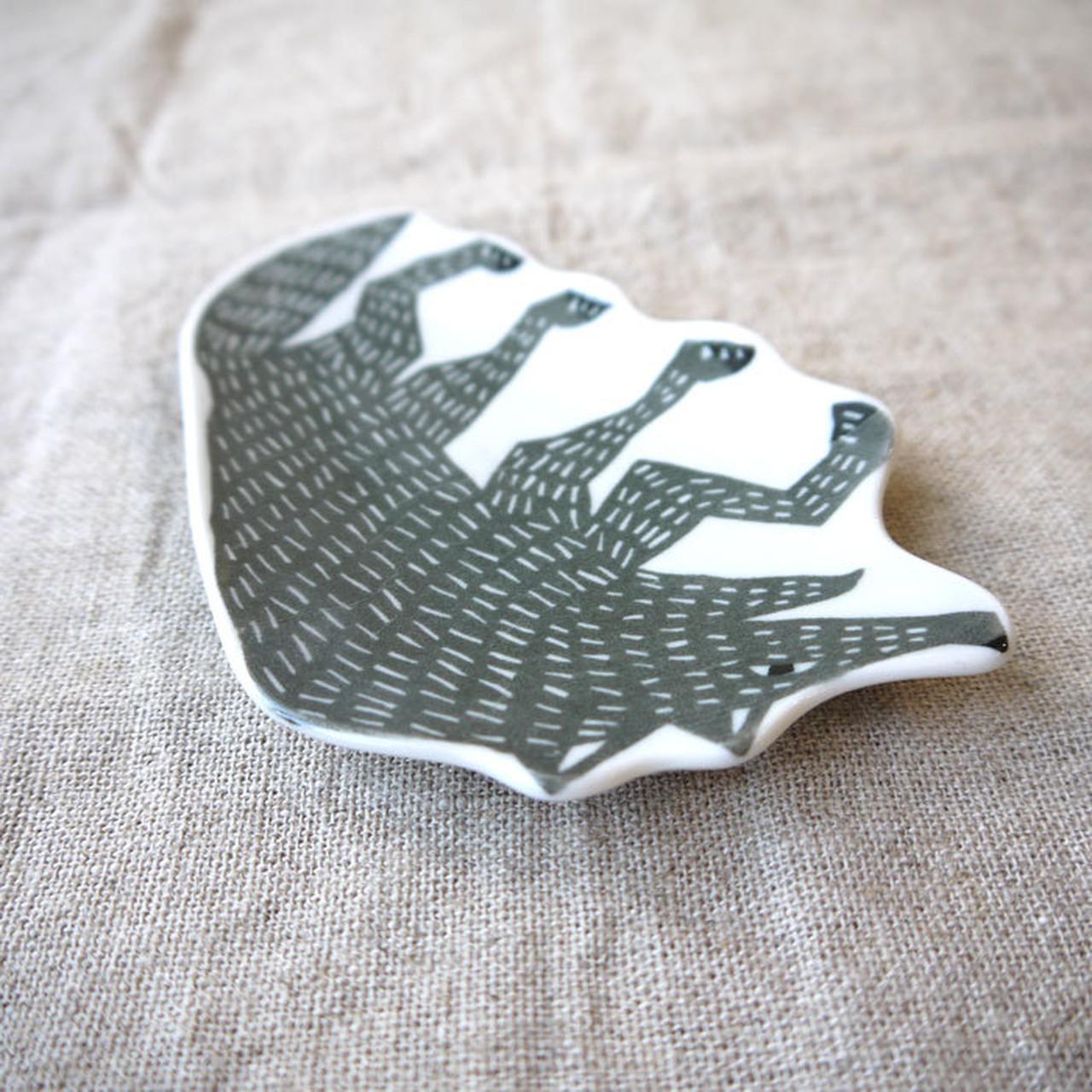 【倉敷意匠計画室×katakata】 印判手豆皿 オオカミ グレー