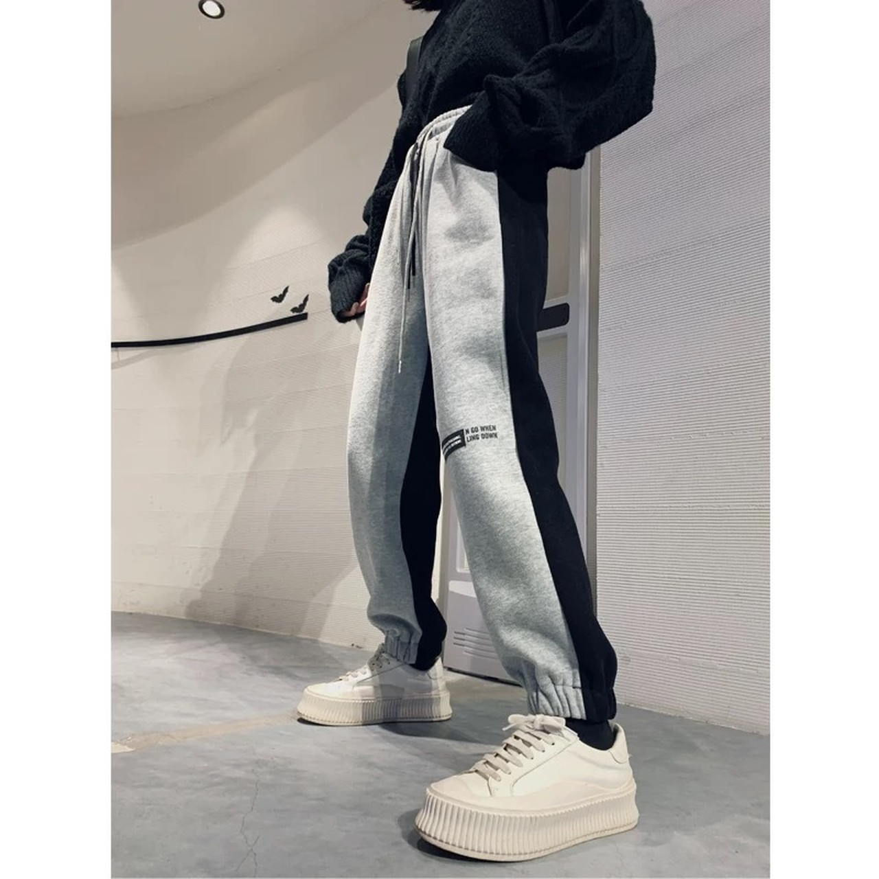 knee logo black loose pants