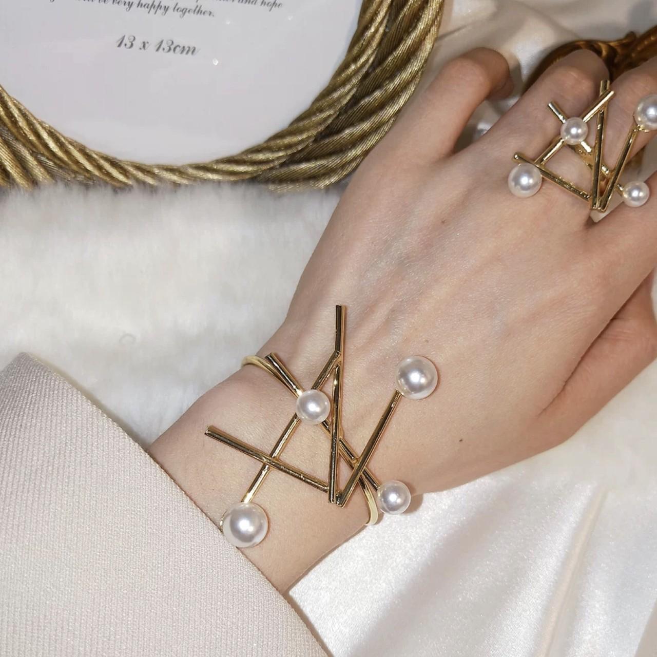 pearl studs bracelet