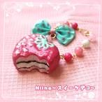 【Niina〜スイーツデコ〜】いちごチョコパイのバッグチャーム i0502001−2