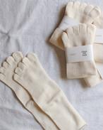 【Glück und Gute】  グリュックントグーテ  五本指靴下「足の肌着」絹と綿 エクリュ(無染色)