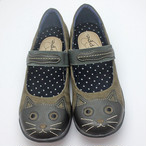 ネコモチーフ・ベルトカジュアルシューズ(カーキ)【猫雑貨 靴】