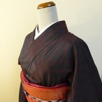 本場大島紬 黒地に赤の麻の葉 袷の着物