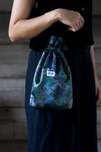 深海のボタニカル巾着バッグ