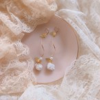 - Antique White Rose & Gold Line Pierced earrings -