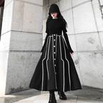 ブラックラインセンターボタンスカート