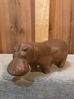 木彫りのカバ