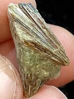 12) アストロフィライト原石