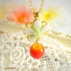 16kgp林檎〈白い花と赤い果実〉のネックレス