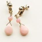 あなたはいつも可愛らしく 愛されるひと  淡いピンクの クラシカルなイヤリング