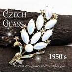 英国ヴィンテージ☆ホワイト オペークガラス フラワー ブローチ 1950s