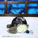 白花と青蝶のコサージュピン  ブルー系