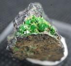 ウバロバイト  灰クロム柘榴石 グリーンガーネット カリフォルニア産 4g UV008