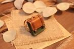 小さな革鞄のキーホルダー|チョコ×グリーン