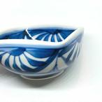 【砥部焼/梅山窯】3寸四方曲鉢(流れ菊)