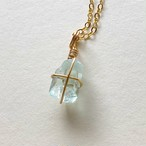 凛とした美しさは本当の愛を引き寄せる「青く輝く宝石 アクアマリンの原石ネックレス」5周年特別価格50%オフ