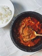 """クセになる辛味と長時間煮込んだ和牛肉の旨味が抜群の美味しさ。マダンの人気メニューがようやく登場""""ユッケジャンスープ"""""""