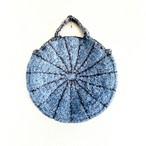 ブルーとブラウンで前後反対に編んだグルグルBAG circle bag