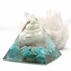 幸運を引き寄せる巻き貝入り!ピラミッド型Ⅱ 貝殻入りオルゴナイト アマゾナイト&アパタイト