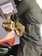 GOLD大ぶりクネリアシンメトリーチタンピアス