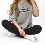Frontロゴ/Tシャツ/ユニセックス/グレー