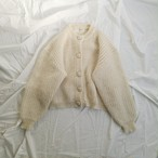 WHITE COLOR CMOHAIR VOLME KNIT.