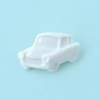 白磁の車ブローチ