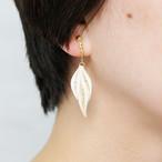 片耳0.4g♪フォックステイルイヤリング・ピアス[ホワイト] , ペーパークイリングの軽いイヤリング・軽いピアス