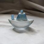 安達 知江 ガラスのオブジェ 船a