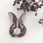 【受注生産】《Mサイズ》Rabbit black 刺繍ブローチ