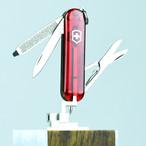 Victorinoxクラシック・シグネチャー T ビクトリノックス キャンプ用品 BBQ 登山 万能ナイフ ナイフ ツールナイフ ピンセット つめやすり victorinox-083