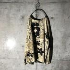 [used] black flower designed cream pullover