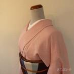 正絹 灰桜色の無地 縫い紋入り 単衣