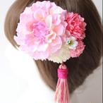 薄ピンクのダリア、マム、小花の髪飾り