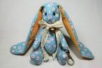 (OC016-1) ウサギのチャーム [水色&花柄] 首リボン 鈴 丸型