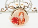 気持ち華やぐがま口ポーチ コインケース 猫とお花畑  (口金8.5センチ)